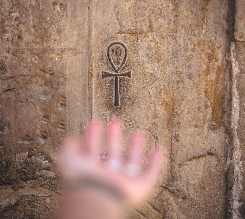 Egypten 2:0 – En gudomlig resa i Serapis Bey och Hatshepsuts fotspår